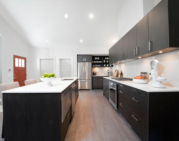 Modern Kitchen Design - Contrasting Countertops